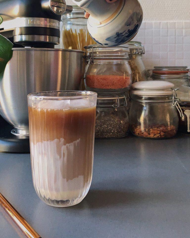 Iskaffe med kondenseret mælk