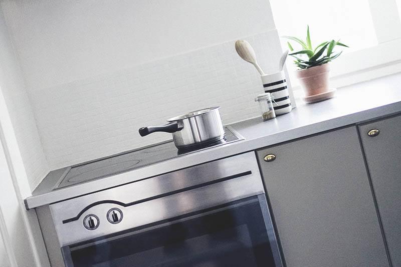 Maling af køkkenlåger (en nem og billig køkken opdatering) 31