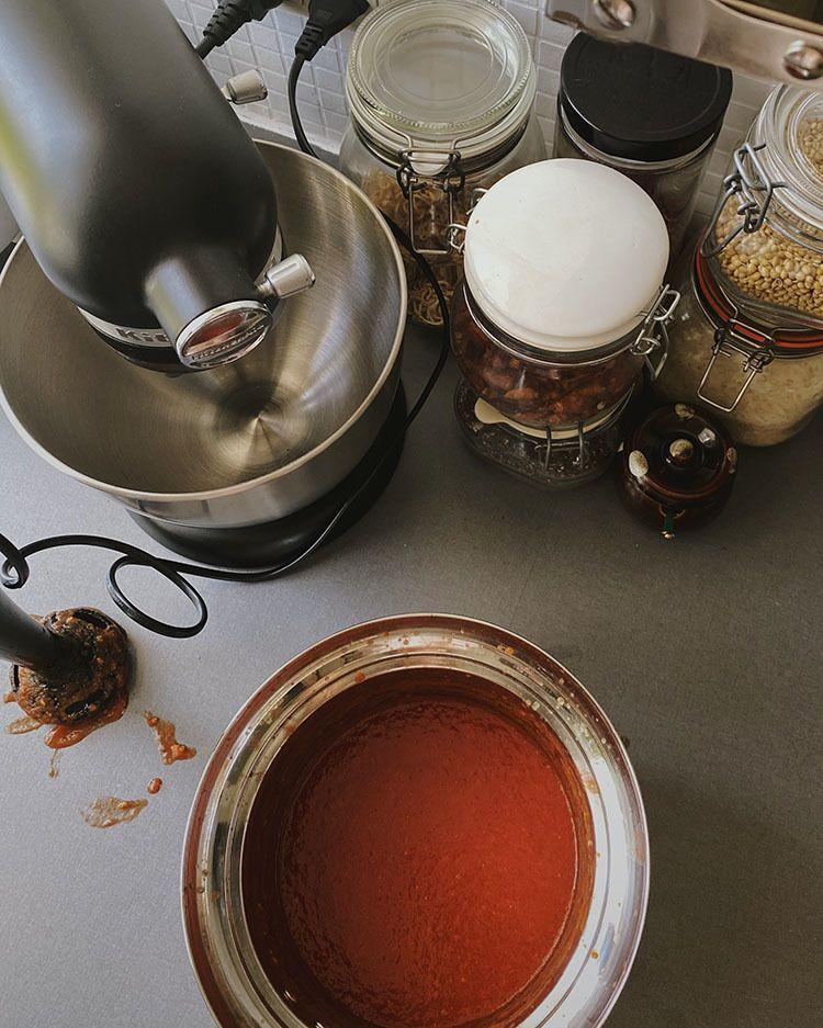Opskrift på nem ketchup med friske tomater og masser af krydderier og spiciness 3